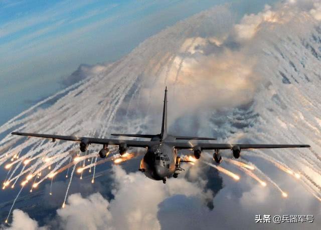 伊朗外海再掀波澜,快艇狼群遭美军空中炮艇猎杀击沉!