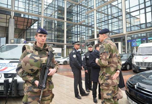 法国公布详细封禁措施:动员十万警察和宪兵部队