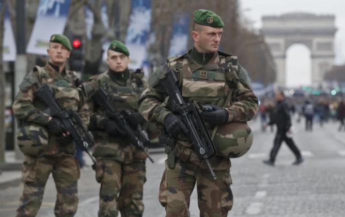 """法国动用军队协助抗疫 全国正式进入""""战争状态"""""""