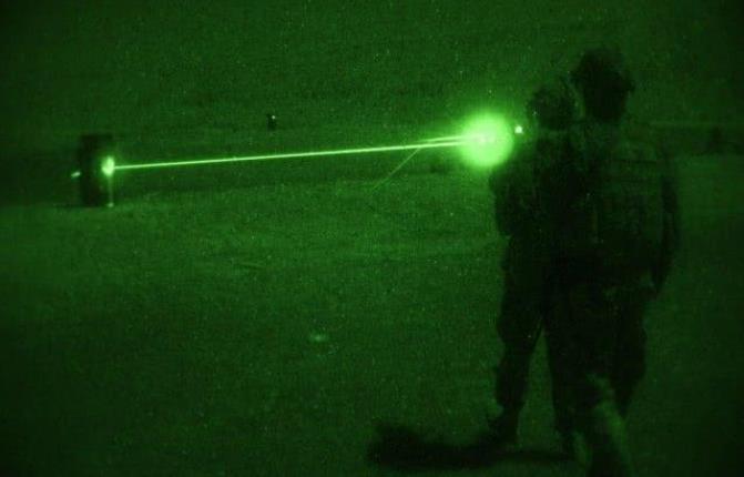 外媒警告美军:若再擅闯南海将遭中国电磁与激光武器痛击