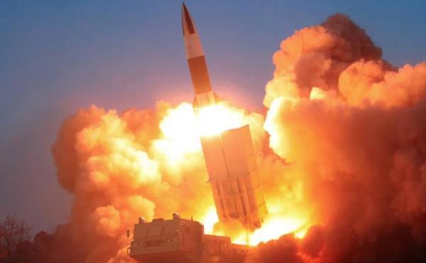金正恩观摩朝鲜战术制导武器射击目标岛屿演练
