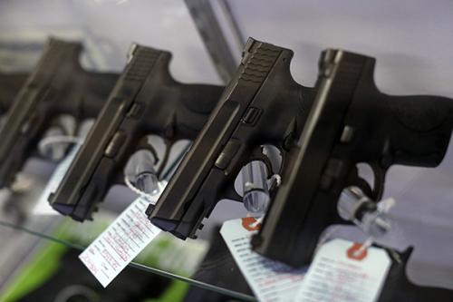 """因""""中国病毒""""致种族歧视现象横行:持美国绿卡大肆买枪"""