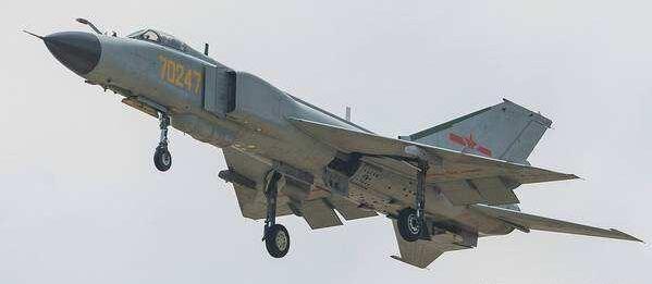 歼-8G的恐怖性能:执行2.5万米高度巡航轻松拦截图-22轰炸机