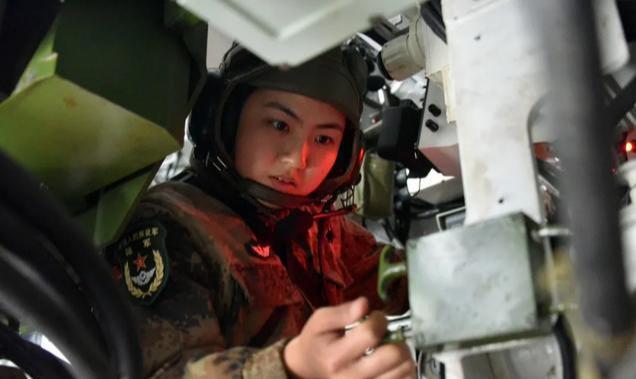 """77集团军""""金刚钻""""红军旅女兵一炮手,3000米12′31″"""