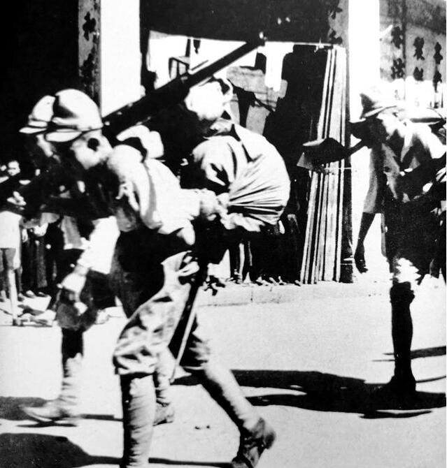 投降后日军为留在中国 竟冒充中国军人 强占百姓房屋!