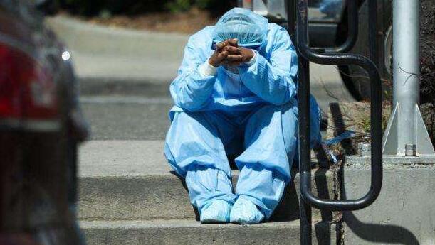美国真的病入膏肓?牧师以上帝的名义对病毒进行审判!