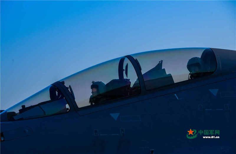 该换涂装啦!空军某部歼16夜间二对二空战战术训练