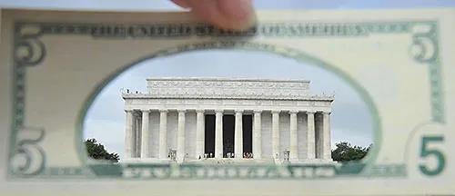 警惕!美国大规模救市背后 一项排挤中国的美元计划正在展开...