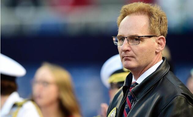 美国海军代理部长辞职 又一次向被他开除的舰长道歉