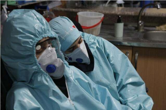 全球护士缺口达590万 法国护士裸体抗议:政府让我们赤裸面对病毒