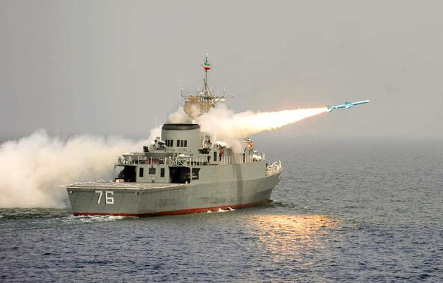 """伊朗的中国设计导弹 击中伊朗战舰!有人感叹""""这导弹太准了"""""""