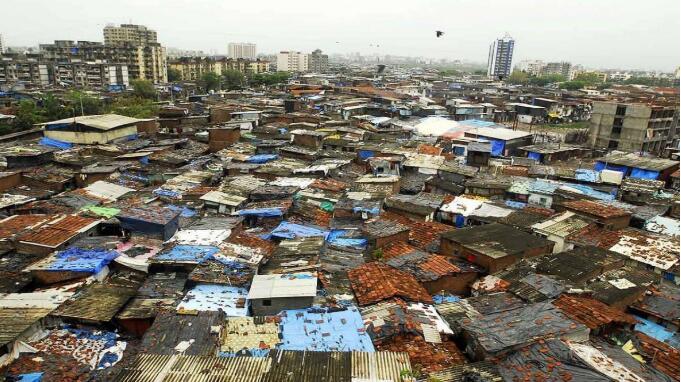 """莫迪欲借疫情打造""""印度世纪"""" 最大贫民窟确诊病例破千"""