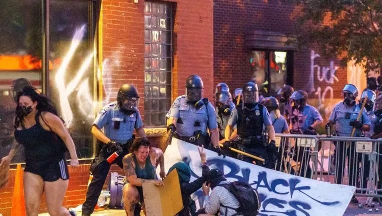 """胡锡进:明尼苏达抗议者终于""""香港化"""",真是打华盛顿的脸啊!"""