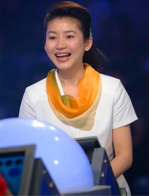 """央视名嘴王小丫为何竟""""消失""""四年,如今的她已成什么样?"""