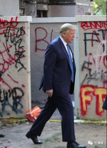 特朗普终于走出了白宫,眼前景象大吃一惊!