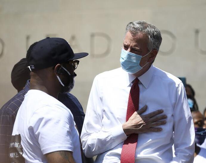 """""""我不能呼吸"""":尸检显示另一美国非裔男子被拘捕时死于缺氧"""