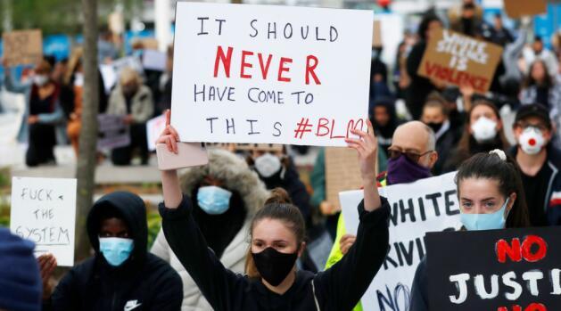 """美疾控中心:""""示威活动加快病毒传播"""" 网友批:不用你说"""
