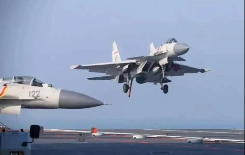 歼-15腾空而起 山东舰第二次出海训练 9架舰载机整齐排列!