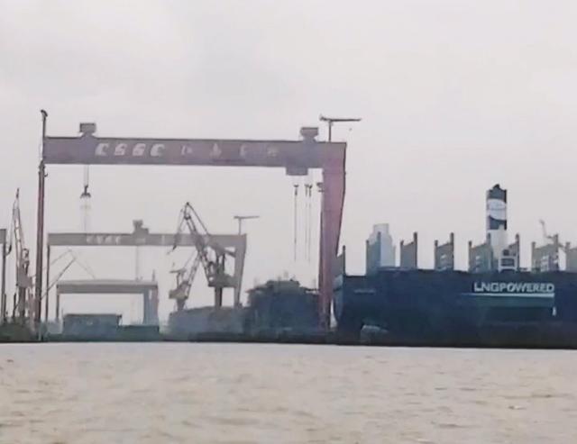 """美媒发现:""""消失""""的中国003航母部件又在上海出现了"""