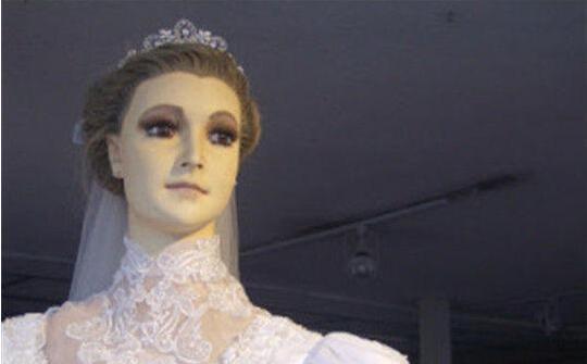 世界上最恐怖的婚纱店,橱窗模特竟然是老板女儿的尸体?