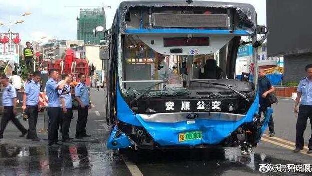 贵州公交坠湖事故已致21死 坠湖公交幸存者称:未发现司机异常,具体什么情况?