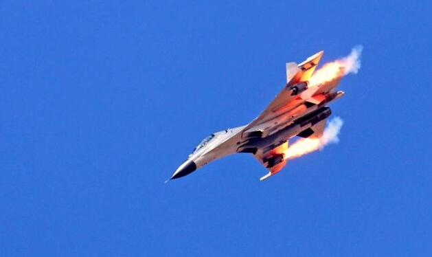 我国战机热衷于打火箭弹,为啥不常用导弹?原来另有原因!