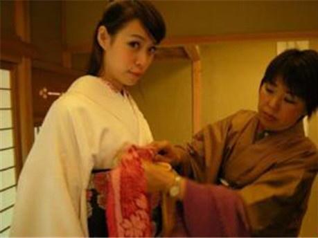 日本女人不愿意结婚的真相:去欢乐场找男子陪聊发泄?