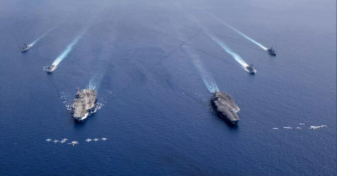 中国南海实弹演习 美国双航母送上门来陪练?