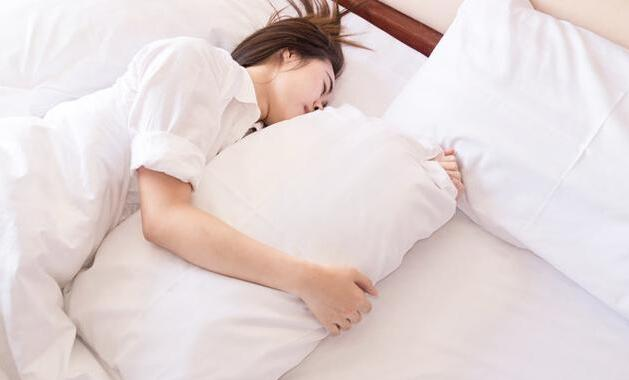 为什么睡觉时,身体会突然「抖」一下?是大脑在试探死亡吗?