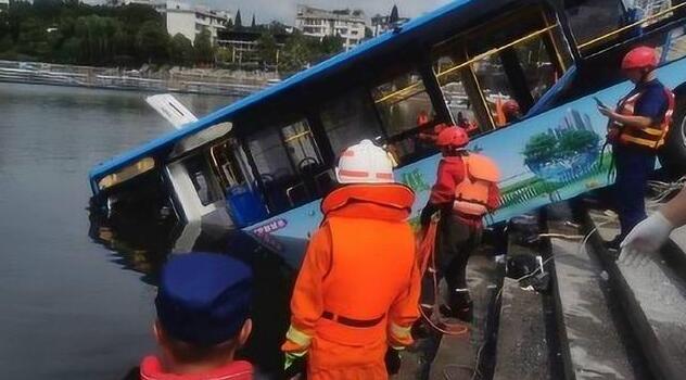 贵州坠湖公交司机曾发唱歌视频 真相到底是什么呢?