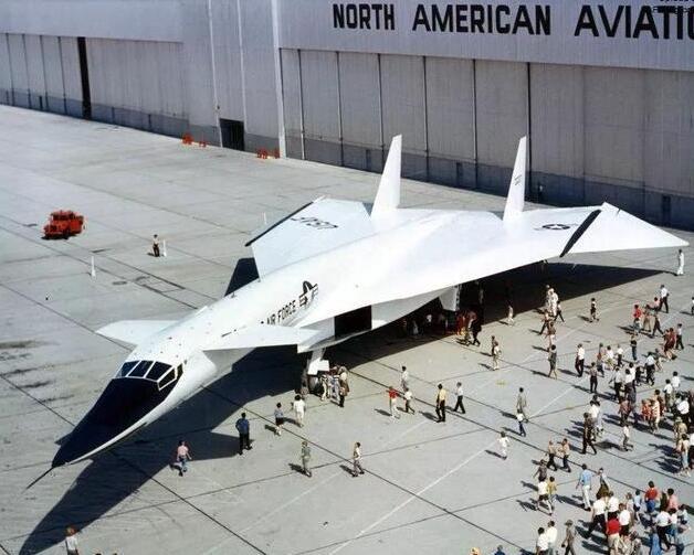在全球现役五代机中,为何只有歼20是鸭翼布局?答案在此