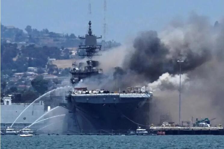 火在烧,船已斜,59人伤!美军损失针对中国重要力量