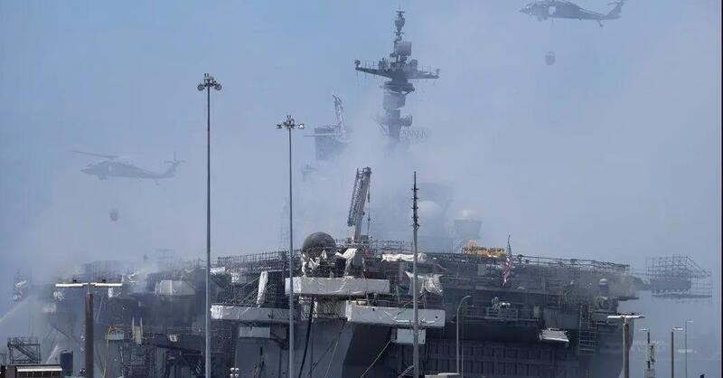 美军准航母烧了4天之后大火终于扑灭 舱内惨状曝光 舰体已严重倾斜