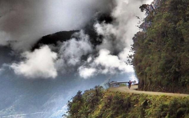 世界上最恐怖的悬崖,上千人在此跳崖而亡,原因却是一棵草