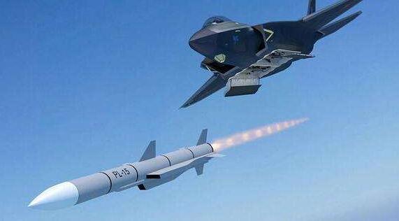 歼20能携带8枚导弹,为何却只带了6枚?如今终于明白真正原因