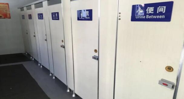 太尴尬!这是最雷人的男女公厕,竟在一间屋子里!