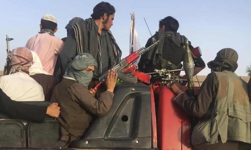 阿富汗女孩反抗中开枪打死武装分子 随后在网络上走红