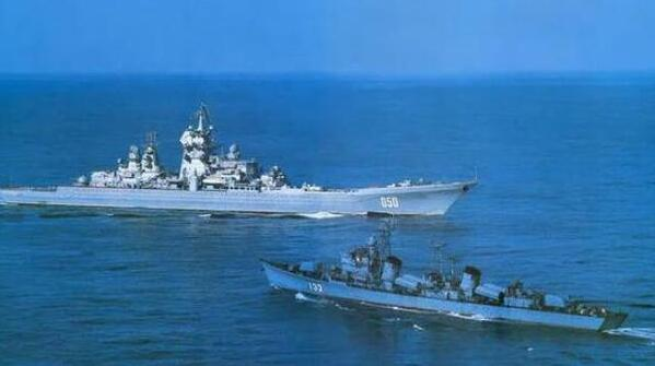 051功成名就,曾对峙2万吨级大舰。055接力前行