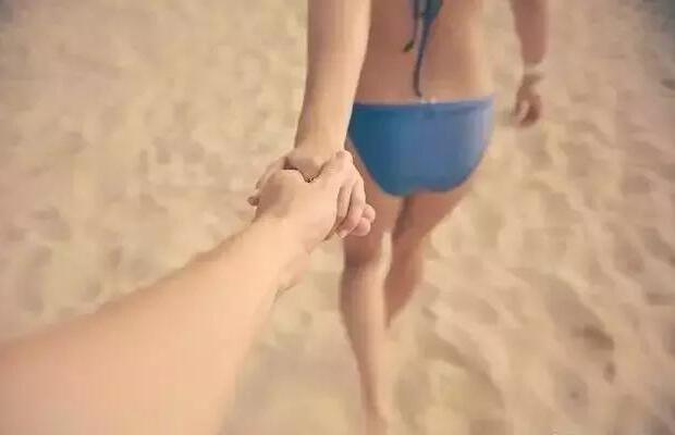 女生两腿间缝隙如果太大,果然暗示了她的这方面隐私!