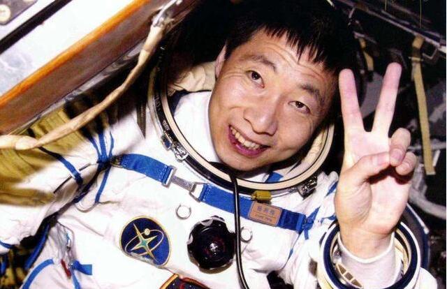 """17年前杨利伟进入太空,为何听到""""敲窗""""声?实情令人后怕"""