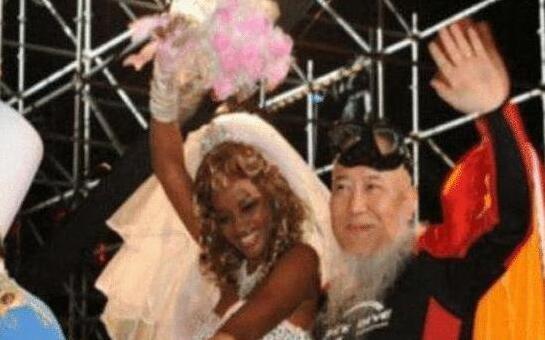 中国62岁大爷娶20岁非洲美女,女儿长大后的样子让人太尴尬