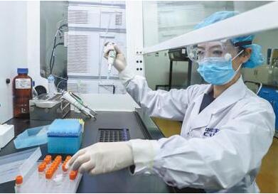 福奇直言:中国对美国疫苗研发根本没有威胁!