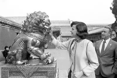 """气氛诡异的美国国会上,胆敢公开夸中国的,只剩这个87岁""""铁娘子""""了"""