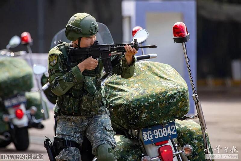 """台湾地区反特攻演练""""云豹""""步兵战车亮相 槽点远比看点多"""