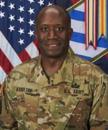 """美军准将因""""抓女兵臀部""""被降级为上校 竟称:只是按摩"""