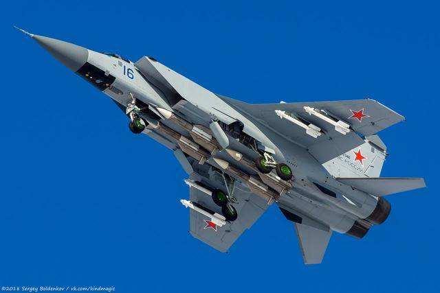 普京怒了:俄军同一天向四大海域派出战斗机围堵北约战机!