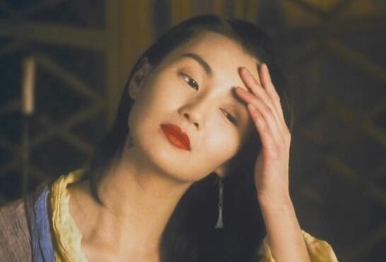 被假富豪骗财色,是唯一能让梁朝伟疯掉的女人,张曼玉的情史