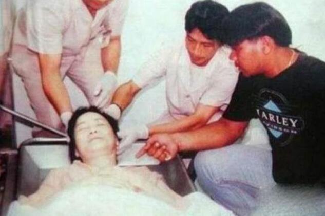 邓丽君死亡之谜:死后左脸上出现巴掌印,凶手指向法国小男友