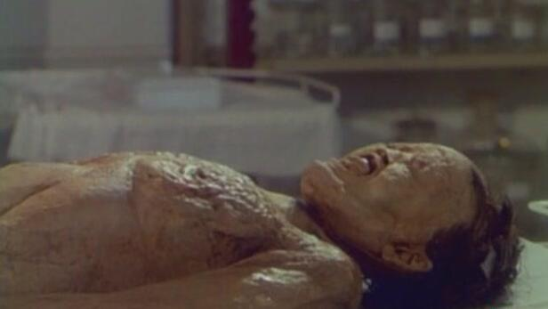 """古墓挖出千年女尸,尸身遍布神秘粘液,发出阵阵""""叹息""""声"""
