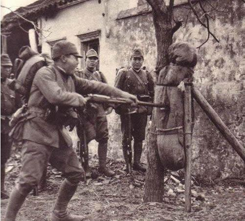 侵华战争期间,日本兵给中国女性注射一种药剂,畜生不如!